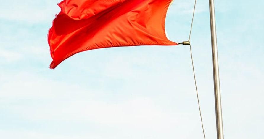 Grands drapeaux rouges qui indiquent les escroqueries de casino en ligne